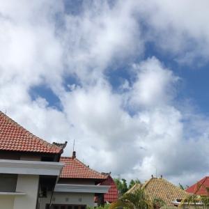 バリ島の雨季の空